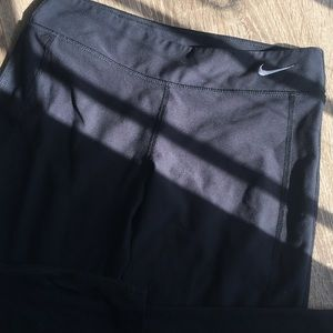 Nike DriFit Cropped Pants (Fits tight-XS)